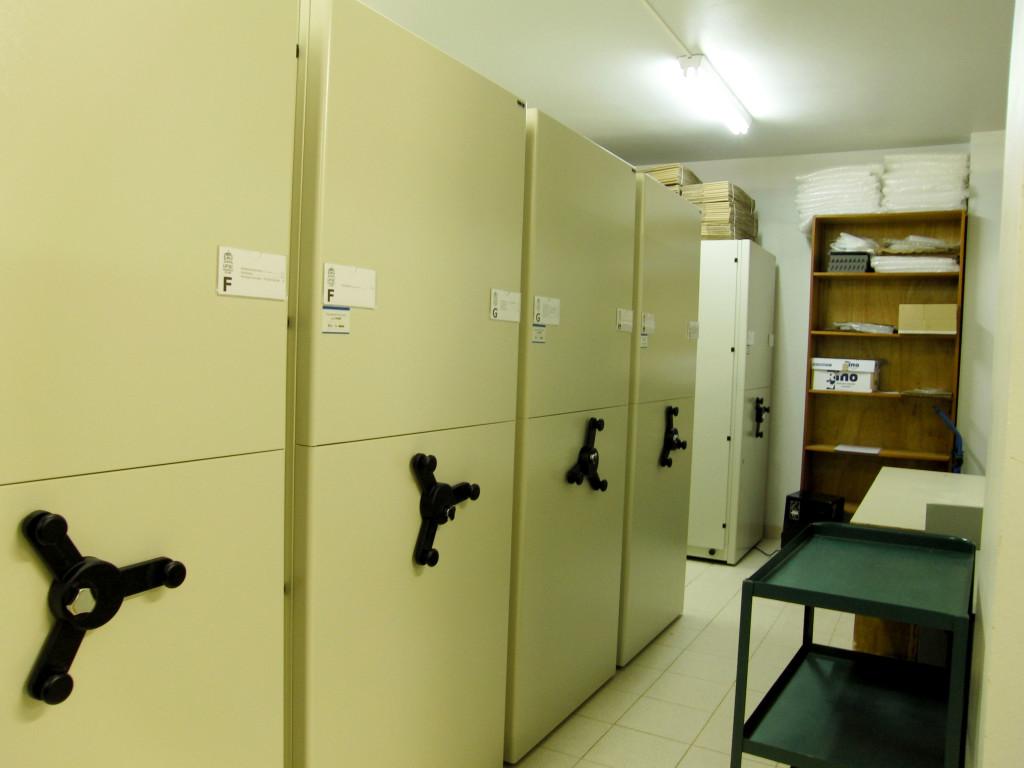 Armários da coleção científica do herbário FLOR